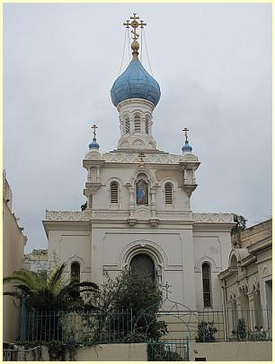Menton - russische Kirche, By Tangopaso (Own work) [Public domain], via Wikimedia Commons