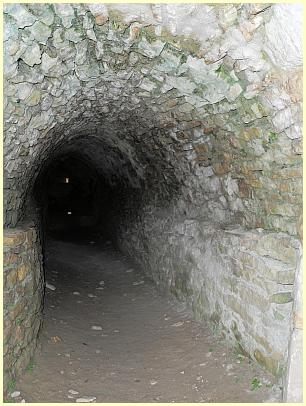 Burg Forteresse de Mornas - Tunnel