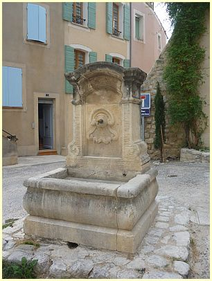 Brunnen (Fontaine) in Buis-les-Baronnies