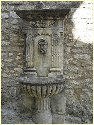 Brunnen (Fontaine) - Lacoste